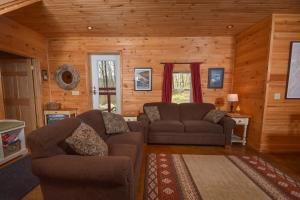 Hideout at Red Pines Three-Bedroom Holiday Home, Дома для отпуска  McHenry - big - 10