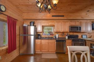 Hideout at Red Pines Three-Bedroom Holiday Home, Дома для отпуска  McHenry - big - 20
