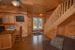 Hideout at Red Pines Three-Bedroom Holiday Home, Дома для отпуска  McHenry - big - 18