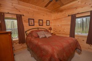 Hideout at Red Pines Three-Bedroom Holiday Home, Дома для отпуска  McHenry - big - 8