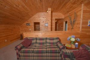 Hideout at Red Pines Three-Bedroom Holiday Home, Дома для отпуска  McHenry - big - 4