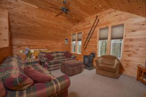Hideout at Red Pines Three-Bedroom Holiday Home, Дома для отпуска  McHenry - big - 24