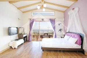 New Jeju pension, Holiday homes  Seogwipo - big - 2