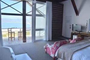 Luxury Suite with Lagoon View