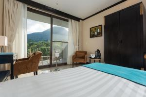 Deluxe King Room  with Volcano View