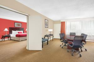 Two Room Suite with Two Double Beds - Non-Smoking