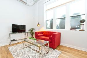 One-Bedroom Apartment on North Damen Avenue 104