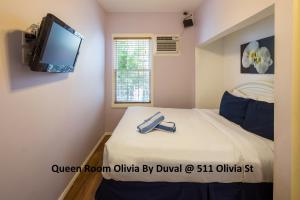 Queen Room (Olivia House)