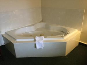 Jacuzzi King Suite - Non Smoking