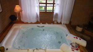 Deluxe Chalet with Hot Tub 5
