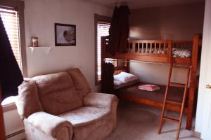 Single Bed in Mixed Dormitory Room