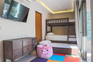Signature Eco Junior Suite (3 Adults + 2 Children)