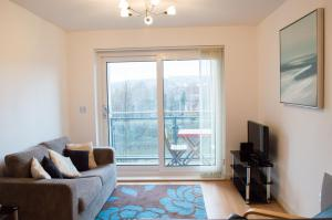 Riverside Apartment in Copper Quarter, Apartmány  Swansea - big - 18