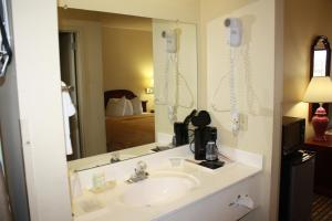 Standard Double Room with Two Double Beds - Smoking - Pets Allowed