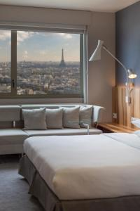 Rom Club Eiffel Tower med king-size-seng