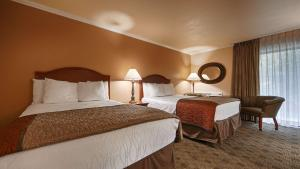 Queen Room with Two Queen Beds - Creekside View - Non Smoking