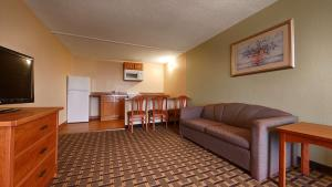Queen Room with Two Queen Beds - Sofabed/Non-Smoking