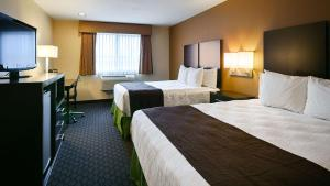 Room with One Queen Bed and One Single Bed - Disability Accessable/Non-Smoking