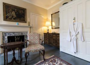 Queen Room with Shared Bathroom #2