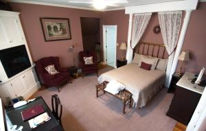 Queen and Twin Room