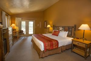 Deluxe Cottage with One King Bed