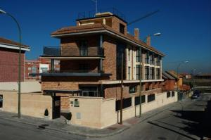 - Hostal Los Coronales - Hotel Madrid, Spain