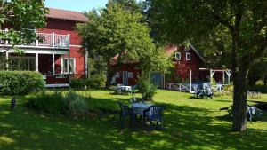 Johannisdals Cafe and B&B, Bed and breakfasts  Sparreholm - big - 2