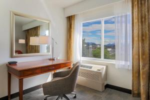 Queen Room with Two Queen Beds and Mountain View - Non-Smoking