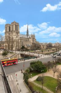 Single Room with View on the Notre-Dame Cathedral