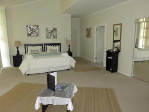 Large Deluxe Double Room