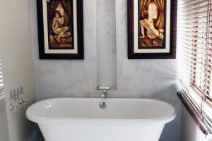 Double Room bath and shower