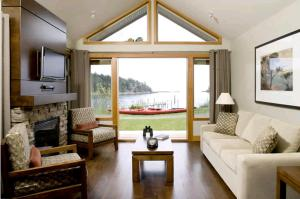 Photo of Mayne Island Resort