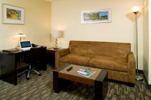 Queen Suite with Roll-in Shower - Non-Smoking/Disability Access