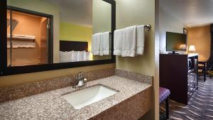 King Room with Walk-in Shower - Disability Access