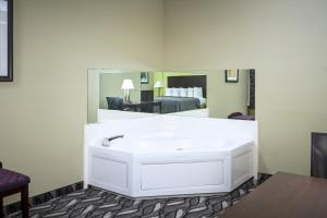 Queen Room with Two Queen Beds and Spa Bath