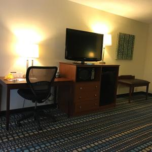 King Suite with Wired Internet - Non-Smoking