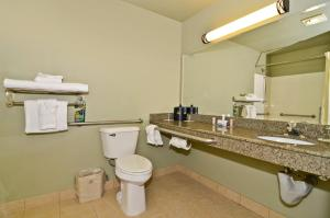 Queen Room with Two Queen Beds and Bathtub - Disability Access