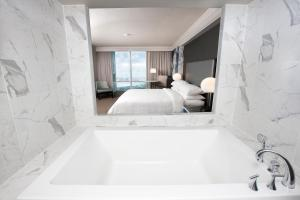 Special Dining Offer - King Room with Spa Bath