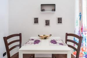 White home in St.Peters, Apartmanok  Róma - big - 22