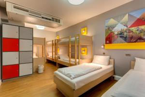 6-Bed Room