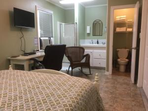 Queen Room with Private Bathroom-BR5