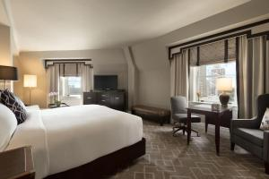 Fairmont Gold King with River View