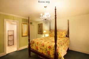 Queen Room and Sofa Bed - 203
