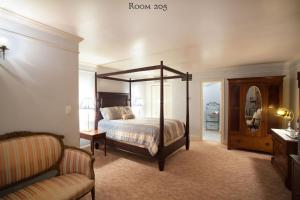 Queen Room and Sofa Bed - 205