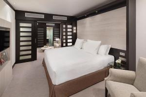 Junior Suite with Executive Lounge Access