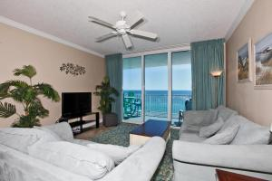 Three-Bedroom Apartment with Sea View - 606