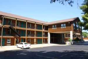 Fall Creek Inn & Suites