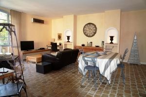 Sous les courtines, Holiday homes  Carcassonne - big - 14