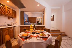 Suite with Kitchenette