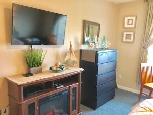 Queen Studio with Ocean View - Pet Friendly #203